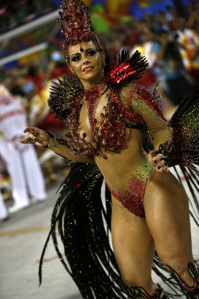 epa04622340 A member of the Samba Academicos do Salgueiro performs during the carnival parade in Rio de Janeiro, Brazil, 15 February 2015. The Rio de Janeiro Samba Schools every one with 4,000 dancers and musicians participate in the carnival.  EPA/MARCELO SAYAO